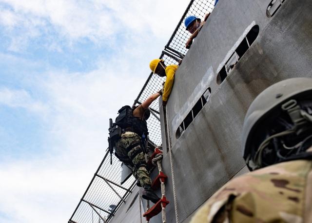 Dàn tàu chiến phô diễn sức mạnh trong diễn tập hàng hải Mỹ - ASEAN - 9