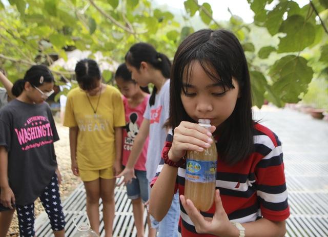 Học sinh phổ thông biến rác thải nhà bếp thành chất tẩy rửa sinh học - 3