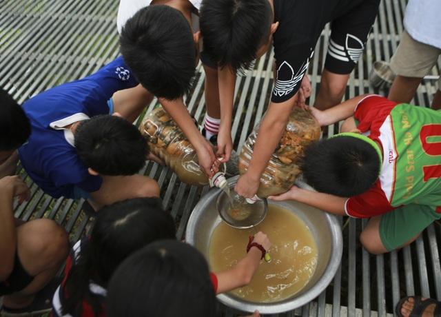 Học sinh phổ thông biến rác thải nhà bếp thành chất tẩy rửa sinh học - 7