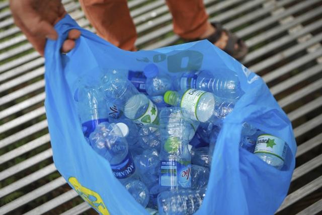 Học sinh phổ thông biến rác thải nhà bếp thành chất tẩy rửa sinh học - 1