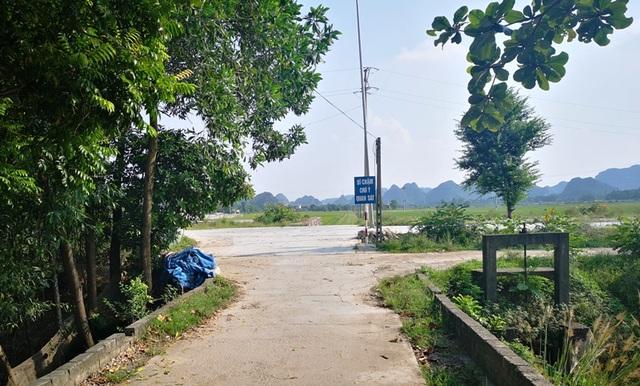Người dân tiếp tục cho con em nghỉ học để phản đối dự án bãi chứa và bến thủy trên sông - 3