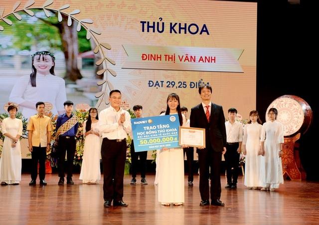 Thủ khoa trường ĐH Kinh tế quốc dân đến từ Ninh Bình với số điểm 29,25 điểm - 1