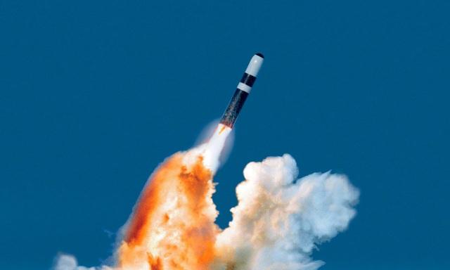 Mỹ phóng liên tiếp 4 siêu tên lửa đạn đạo Trident II trong 3 ngày - 1