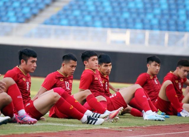 U22 Việt Nam làm quen sân thi đấu, sẵn sàng cho trận gặp U22 Trung Quốc - 2