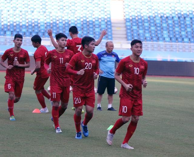 U22 Việt Nam làm quen sân thi đấu, sẵn sàng cho trận gặp U22 Trung Quốc - 1