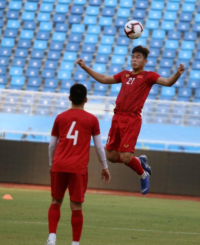 U22 Việt Nam làm quen sân thi đấu, sẵn sàng cho trận gặp U22 Trung Quốc - 6