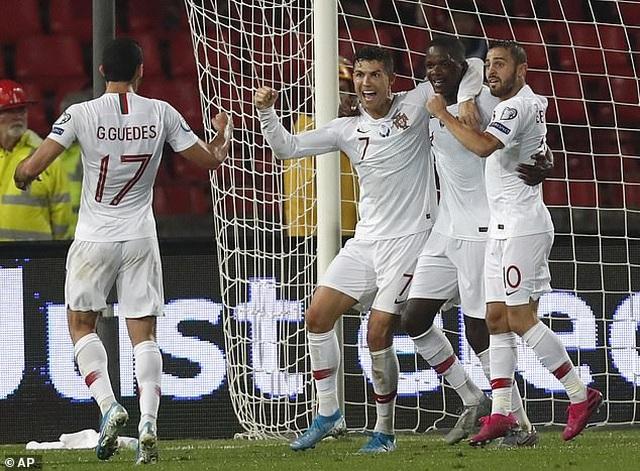 Serbia 2-4 Bồ Đào Nha: C.Ronaldo tỏa sáng - 4
