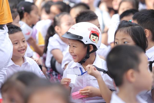 """3000 học sinh lớp 1 xuống đường vận động """"Đội mũ bảo hiểm cho trẻ em"""" - 5"""
