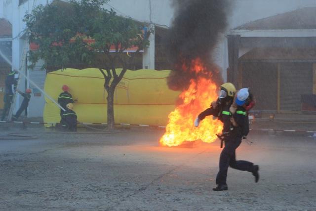 Giả định một đám cháy lớn tại chợ trung tâm TP Đông Hà - 3