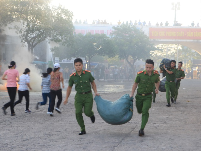Giả định một đám cháy lớn tại chợ trung tâm TP Đông Hà - 2
