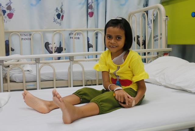 Giải cứu bé gái mang khối bướu chiếm 1/3 cơ thể - 3