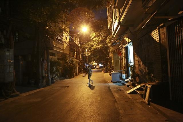 Cháy công ty Rạng Đông: Dân chung cư sơ tán tránh nhiễm độc - 13