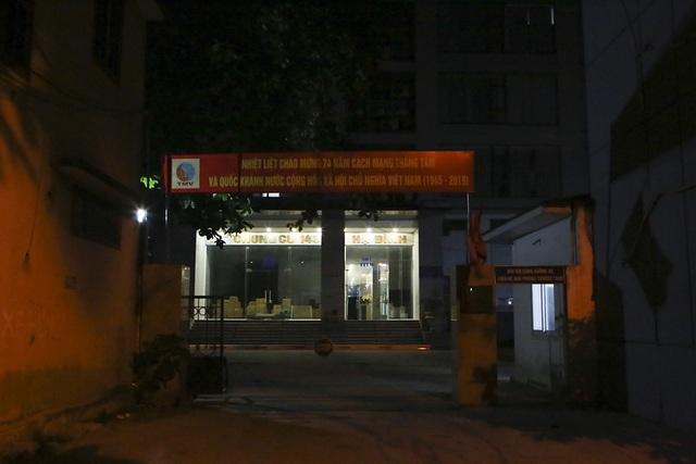 Cháy công ty Rạng Đông: Dân chung cư sơ tán tránh nhiễm độc - 9
