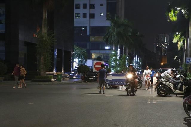 Cháy công ty Rạng Đông: Dân chung cư sơ tán tránh nhiễm độc - 8
