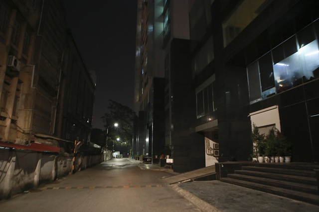 Cháy công ty Rạng Đông: Dân chung cư sơ tán tránh nhiễm độc - 5