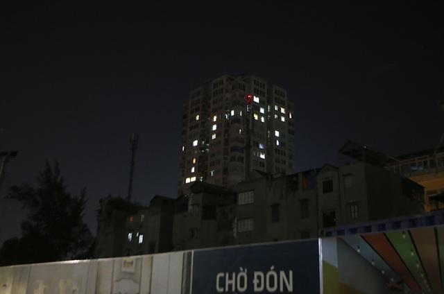 Cháy công ty Rạng Đông: Dân chung cư sơ tán tránh nhiễm độc - 12