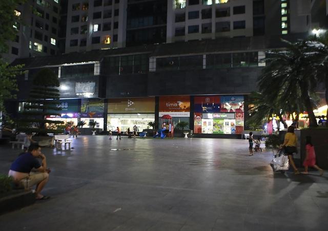Cháy công ty Rạng Đông: Dân chung cư sơ tán tránh nhiễm độc - 7