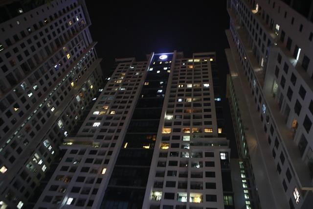 Cháy công ty Rạng Đông: Dân chung cư sơ tán tránh nhiễm độc - 1