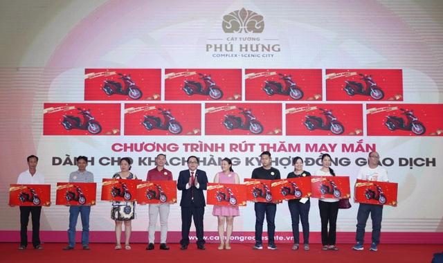 """Không khí """"nóng rực"""" tại sự kiện mở bán Cát Tường Phú Hưng đợt 5 - 3"""