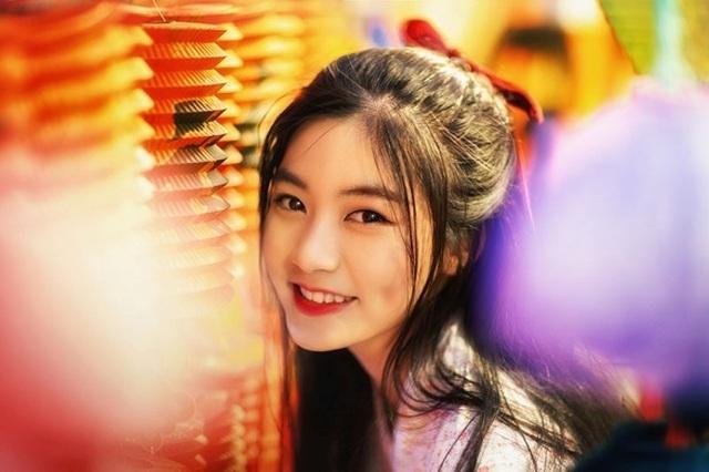 Miss Teen Nam Phương đẹp rạng ngời dạo phố mùa Trung thu - 1