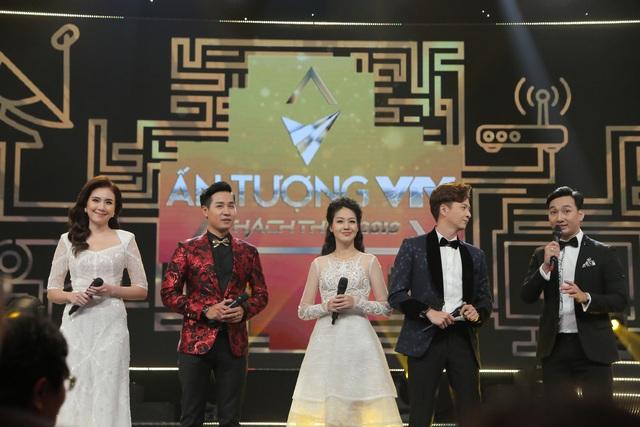 NSND Trung Anh bối rối, Bảo Thanh bật khóc khi nhận giải Diễn viên ấn tượng - 14
