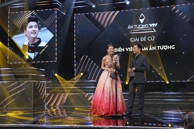 NSND Trung Anh bối rối, Bảo Thanh bật khóc khi nhận giải Diễn viên ấn tượng - 9