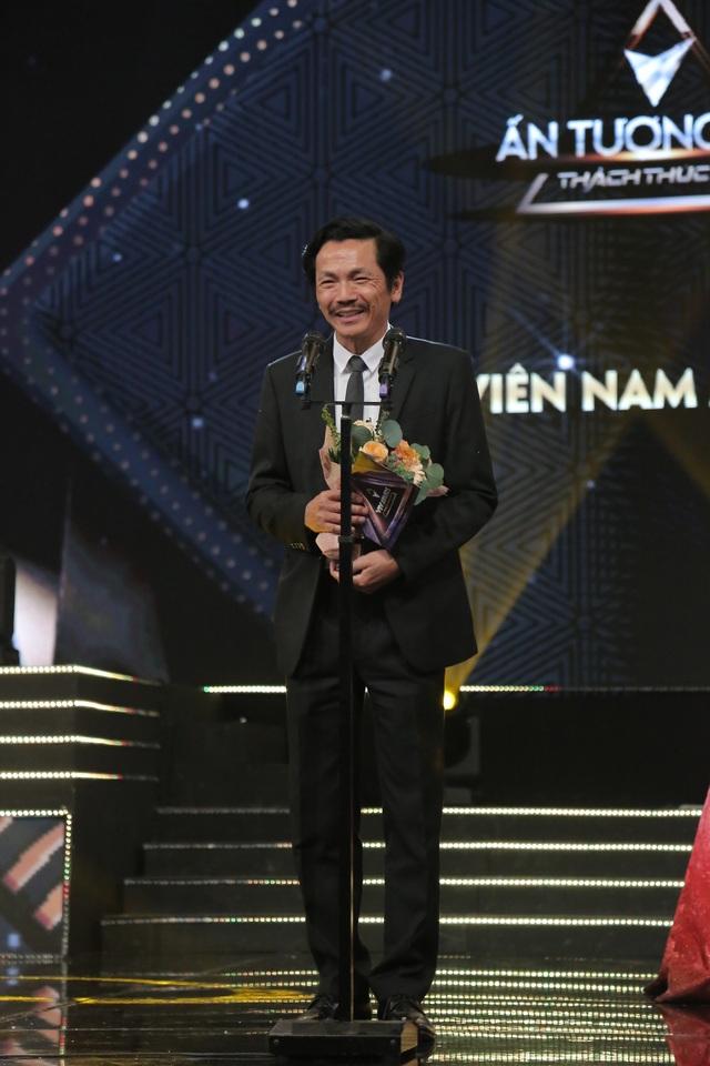 NSND Trung Anh bối rối, Bảo Thanh bật khóc khi nhận giải Diễn viên ấn tượng - 1