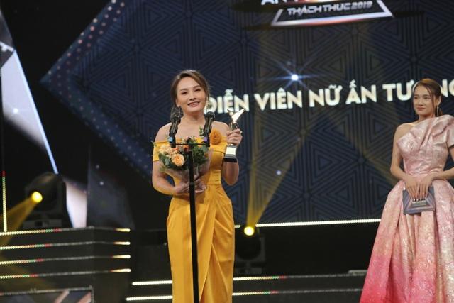 NSND Trung Anh bối rối, Bảo Thanh bật khóc khi nhận giải Diễn viên ấn tượng - 2