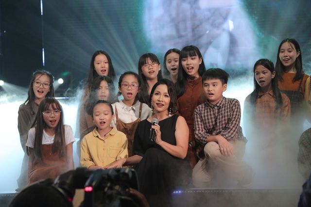 NSND Trung Anh bối rối, Bảo Thanh bật khóc khi nhận giải Diễn viên ấn tượng - 11