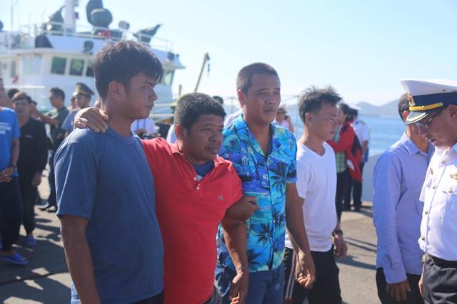 41 ngư dân bị chìm tàu ở Trường Sa được đưa về Cam Ranh an toàn - 1