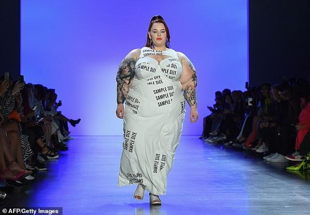 Người mẫu ngoại cỡ Tess Holliday tự tin trình diễn thời trang - 2