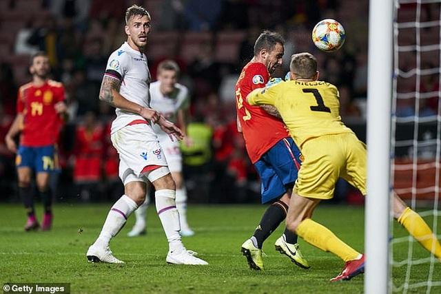 Rodrigo và Alcacer lập cú đúp, Tây Ban Nha toàn thắng cả 6 trận - 2