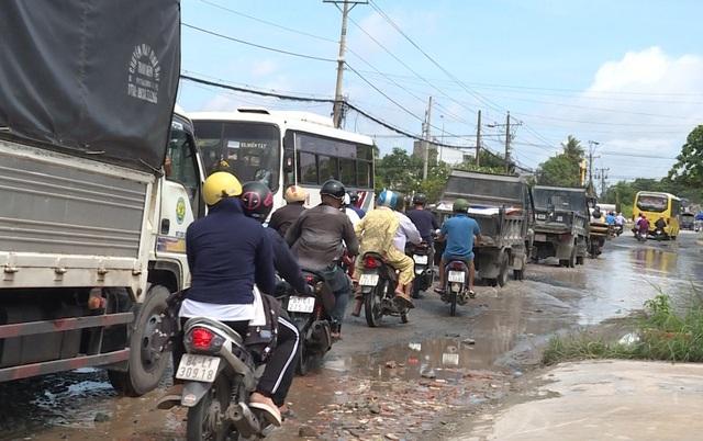 """Quốc lộ 53 thành """"sông"""" sau cơn mưa - 4"""