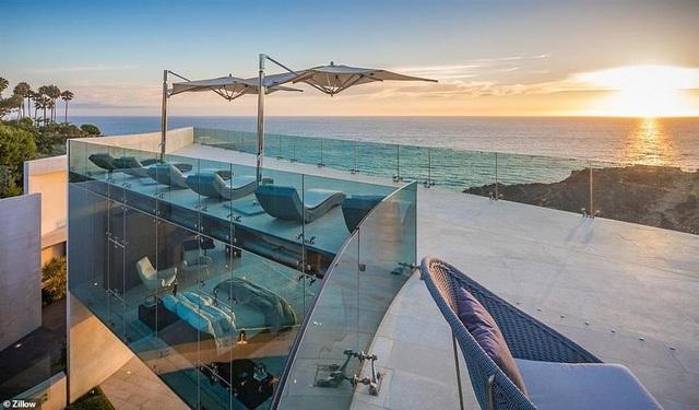 Vẻ đẹp của biệt thự 21 triệu USD nằm bên vách núi trông ra Thái Bình Dương - 4