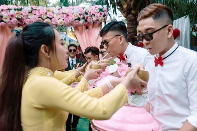 Nhà trai bị thách uống 100 trái dừa khi mang sính lễ hỏi vợ ở Bến Tre - 4