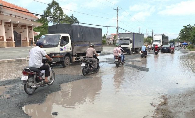 """Quốc lộ 53 thành """"sông"""" sau cơn mưa - 2"""