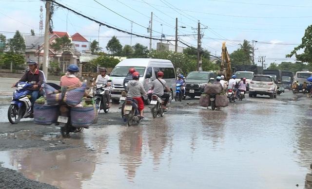 """Quốc lộ 53 thành """"sông"""" sau cơn mưa - 3"""