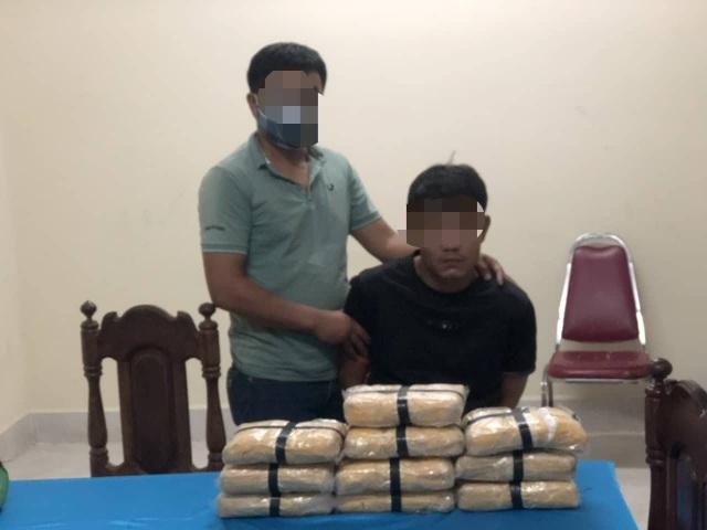 Bắt đối tượng vận chuyển 60.000 viên ma túy tổng hợp - 1
