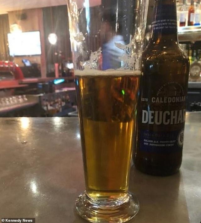 Cốc bia bị đội giá lên tới 1,5 tỷ đồng, cao gấp cả chục nghìn lần thực tế - 1