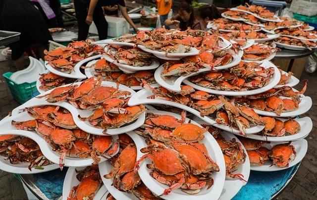 Bàn tiệc cưới hơn 1 nghìn con cua biển của người dân nông thôn Trung Quốc - 1