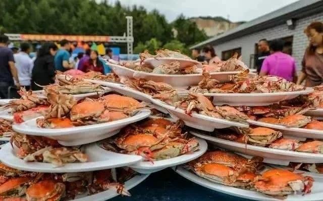 Bàn tiệc cưới hơn 1 nghìn con cua biển của người dân nông thôn Trung Quốc - 2