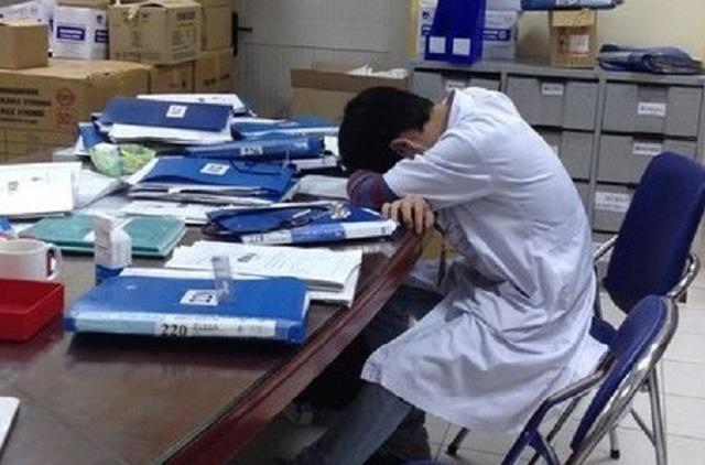 Góc khuất nghề bác sĩ: Những đêm trực và căn phòng tội lỗi trong bệnh viện - 1