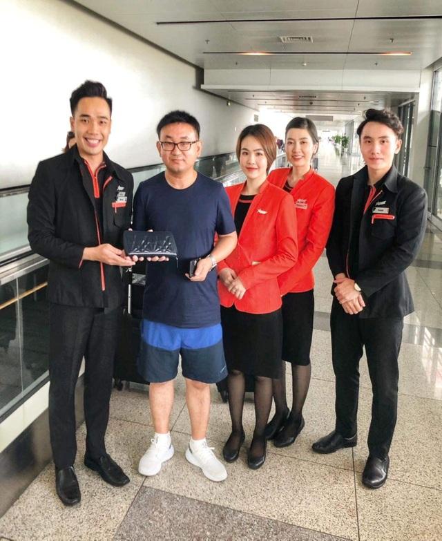 Khách nước ngoài quên 125 triệu đồng trên máy bay từ Hongkong về Hà Nội - 2