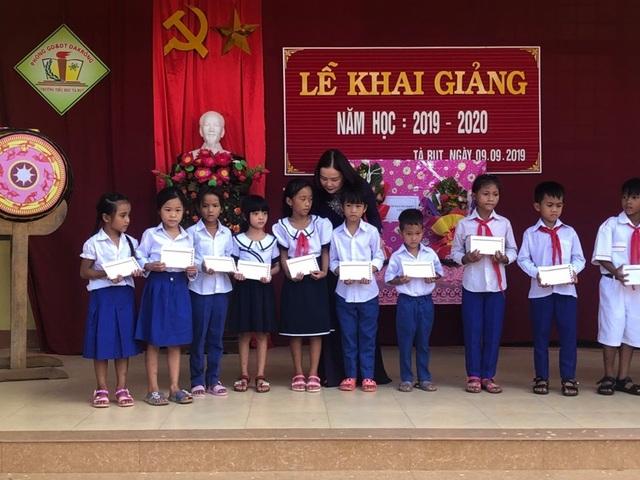 Ngày khai trường nhiều ý nghĩa của học sinh miền núi Quảng Trị - 1