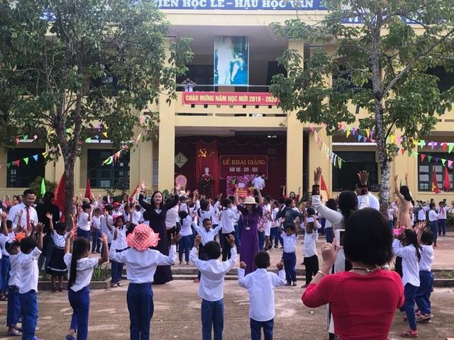 Ngày khai trường nhiều ý nghĩa của học sinh miền núi Quảng Trị - 3
