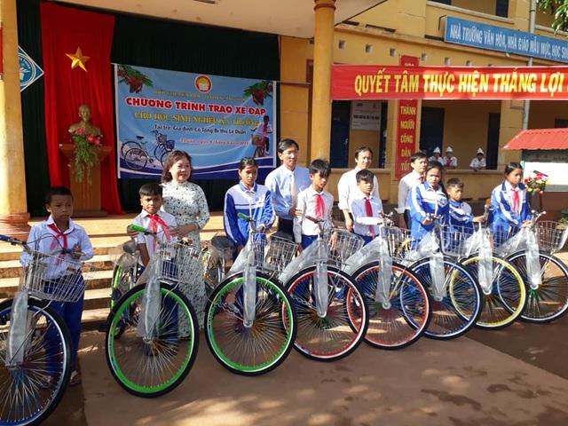 Ngày khai trường nhiều ý nghĩa của học sinh miền núi Quảng Trị - 5
