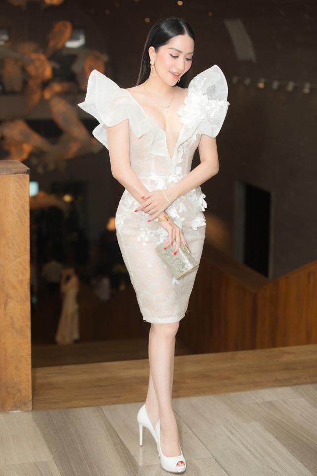 Vợ chồng Khánh Thi tình tứ dự đám cưới con gái đại gia Minh Nhựa - 7