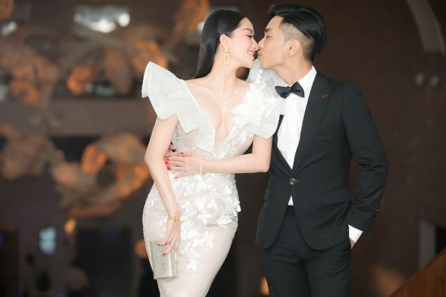 Vợ chồng Khánh Thi tình tứ dự đám cưới con gái đại gia Minh Nhựa - 3