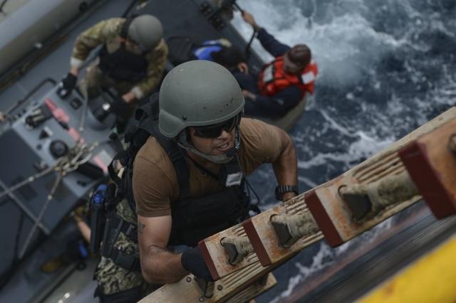 Khoảnh khắc ấn tượng trong cuộc diễn tập hàng hải Mỹ - ASEAN đầu tiên - Ảnh minh hoạ 10