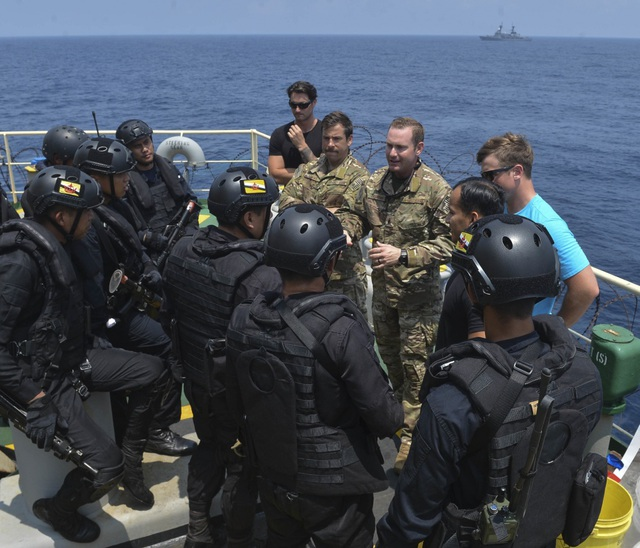 Khoảnh khắc ấn tượng trong cuộc diễn tập hàng hải Mỹ - ASEAN đầu tiên - Ảnh minh hoạ 16